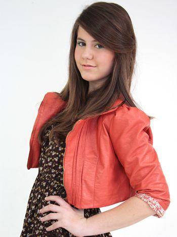 A moda plus size para adolescentes também pode valorizar a silhueta e disfarçar pequenos defeitinhos, assim como nos outros segmentos da moda (Foto: Divulgação)