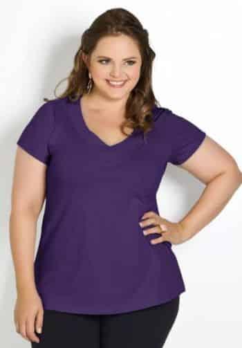 As blusas plus size também podem servir como truques de moda para a mulher gordinha valorizar sua silhueta (Foto: Divulgação)