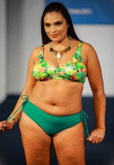 As tendências de moda para os biquínis para gordinha verão 2014 estão bem democráticas e ecléticas e vão deixar as mulheres plus size ainda mais charmosas (Foto: Divulgação)