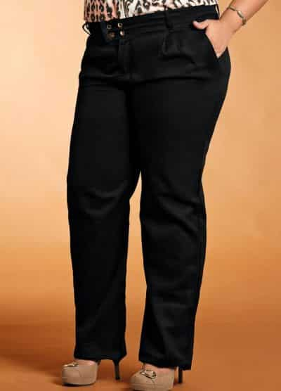 Esta calça social preta da Posthaus é perfeita para mulheres plus size (Foto: Divulgação)