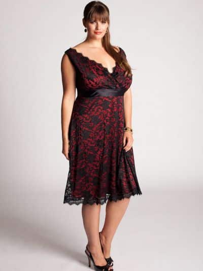 d002adc82 Os modelos de vestidos de cetim com renda para gordinhas são sofisticados e  recomendados para festas formais (Foto: Divulgação)