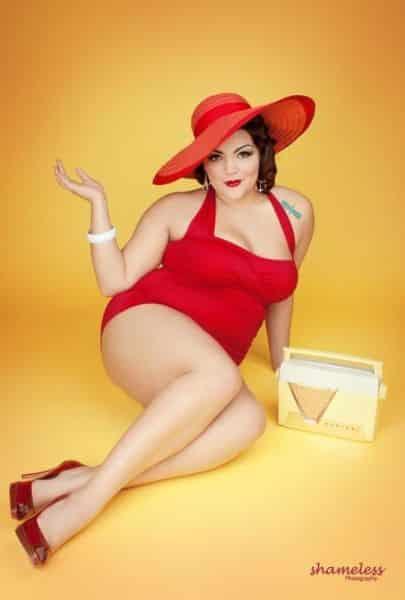 Há lindos e ideais modelos de chapéus de praia para gordinhas (Foto   pinterest.com) cccbdb698d2
