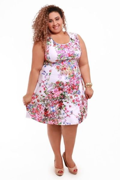 8e362e77c Modelos de vestidos floral para gordinhas podem também ser perfeitos para  os dias frios (Foto: pinterest.com)