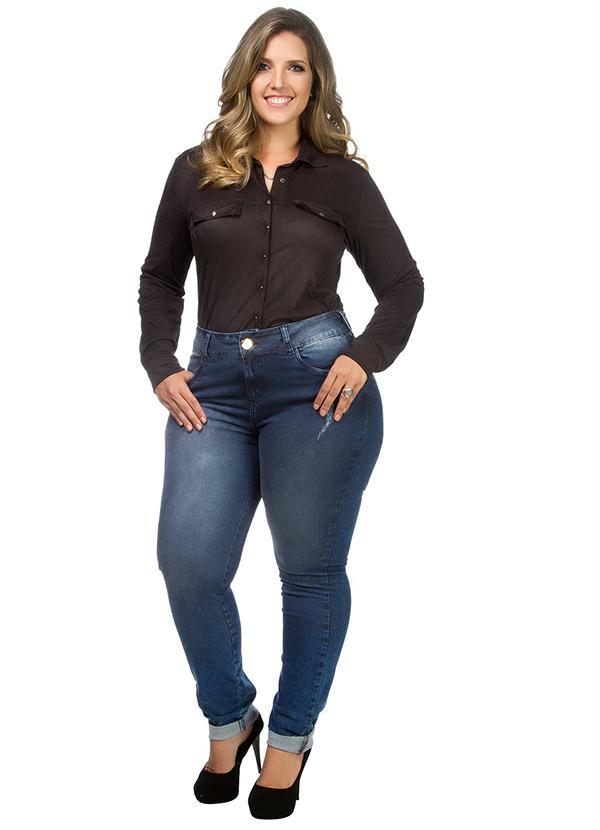 As calças jeans cintura alta para gordinhas devem ser usadas com cuidado (Foto: posthaus.com.br) Calça R$ 159,00
