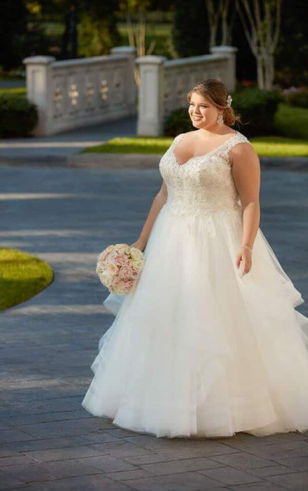 vestido plus size de noiva com organza