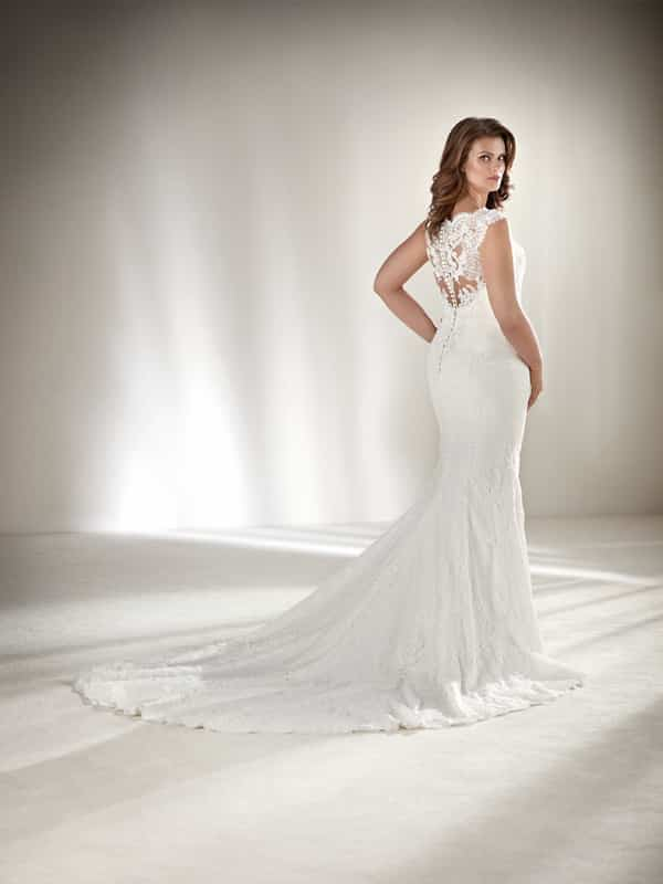 vestido plus size de noiva decote