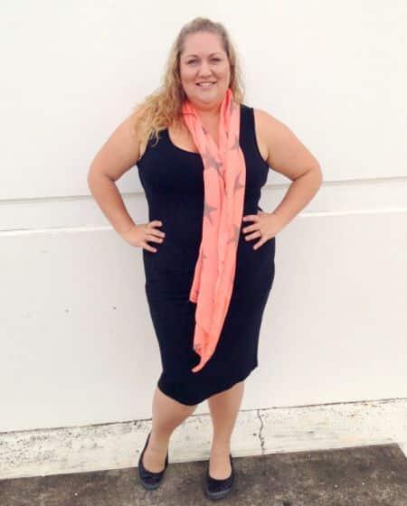 O lenço na moda plus size é ótima opção para valorizar a silhueta das mulheres gordinhas (Foto: Divulgação)