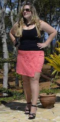 O short saia para gordinhas deve valorizar as formas mais cheinhas, por isso é muito importante escolher o modelo correto (Foto: Divulgação)
