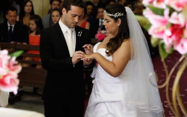 O vestido de noiva da Perséfone de amor à vida é o assunto mais comentado do momento (Foto: Divulgação)