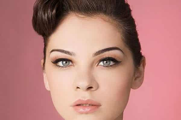 A maquiagem ideal para gordinhas deve afinar o rosto redondo e valorizar os ângulos (Foto: Divulgação)