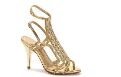 Os modelos de sapatos para gordinhas devem proporcionar conforto, estabilidade e beleza (Foto: passarela.com.br) 219,99
