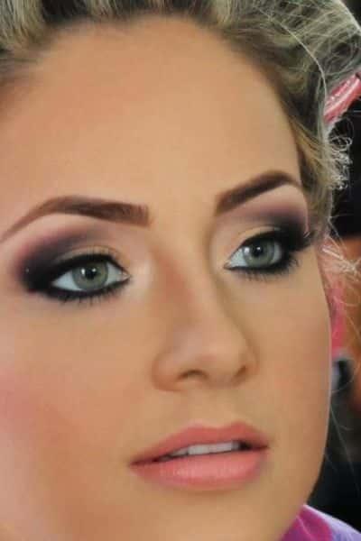 Invista em maquiagem que afina o rosto (Foto: pinterest.com)