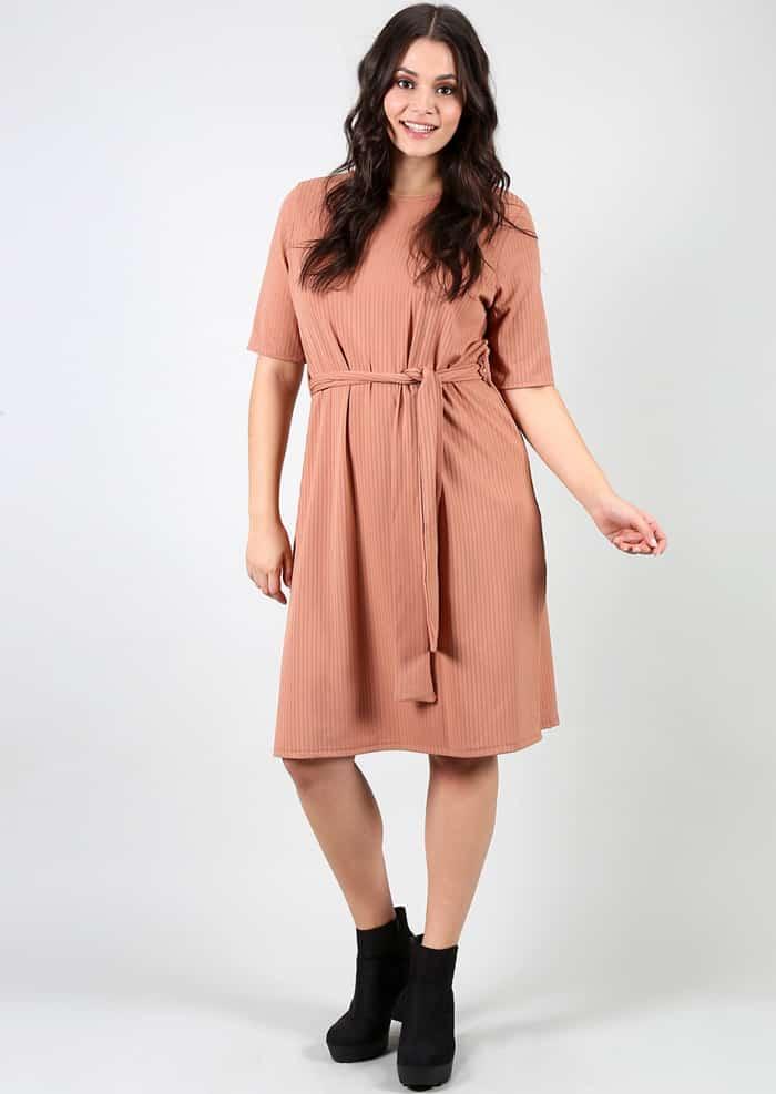 look plus size vestido cinto