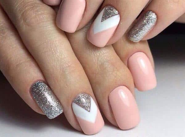 mão com dedo gordinho